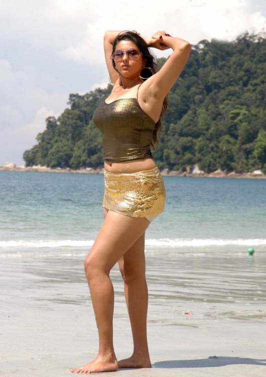 hot-namitha-maya-tamil-movie-actrss-sexy-pics-on-beach-in-bikni