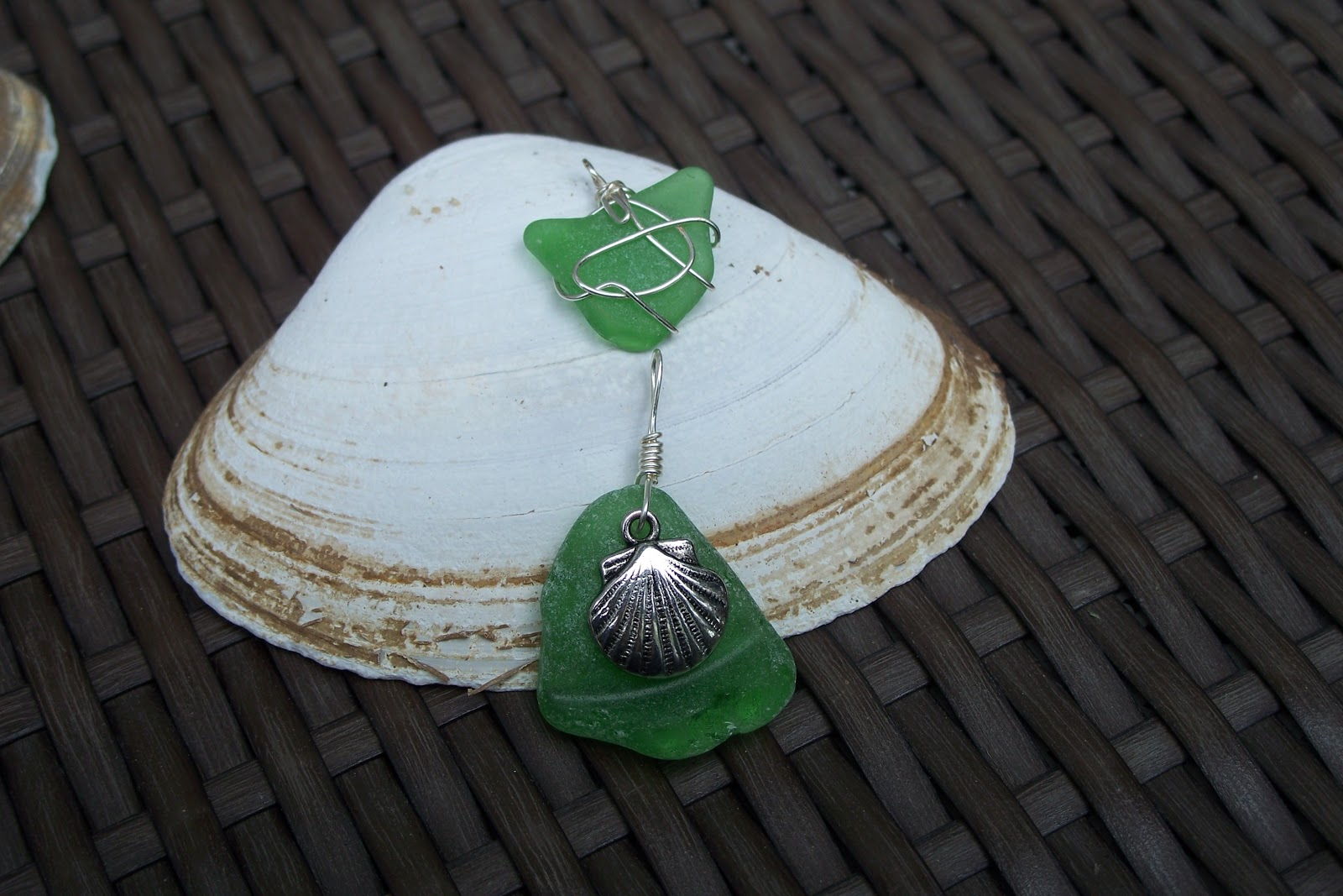 News from jajejems jajejems and seaglass jewellery after taking a class in wrapping seaglass jessica decided to expand her repertoire by learning to drill small holes in the seaglass solutioingenieria Images
