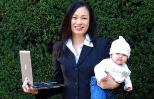 Tips Mengatasi Rasa Bersalah untuk Ibu Pekerja