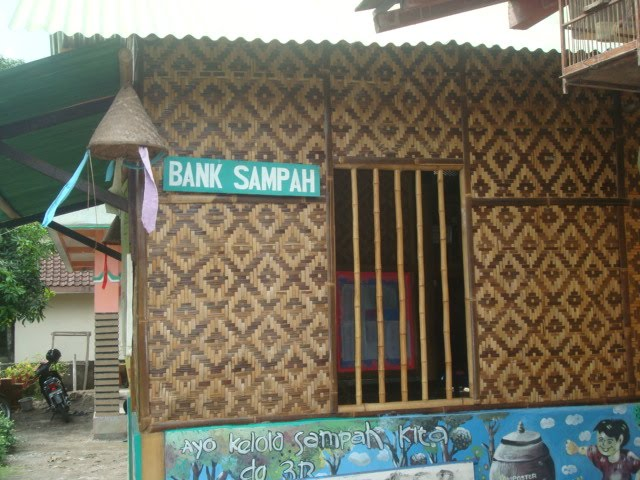 KLH Resmikan  Bank Sampah di Medan