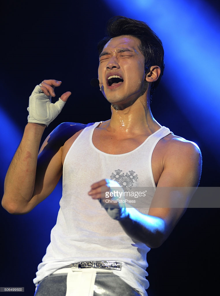 http://1.bp.blogspot.com/-gt187YnLZcU/VqXRVgWgOkI/AAAAAAABQxI/jYx5iKMv7Qc/s1600/south-korean-singer-rain-performs-onstage-during-his-concert-the-picture-id506499500.jpg