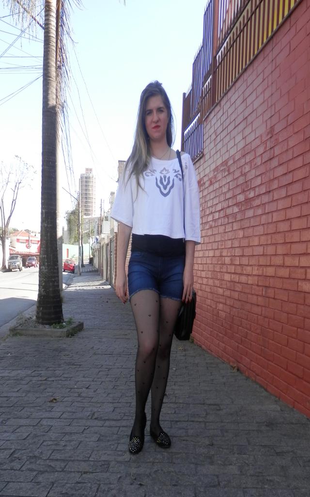 Look: Meia calça de coração com shorts
