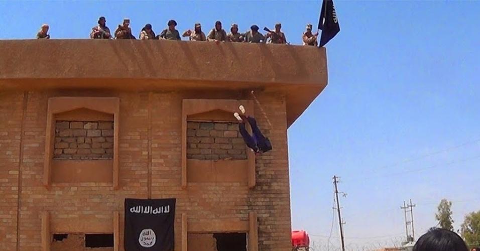 Estado Islâmico joga cinco jovens gays de alto de edifício no Iraque