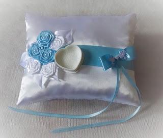 Poduszka ślubna pod obrączki z błękitem
