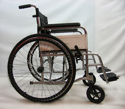Pneumatic tyre wheelchair