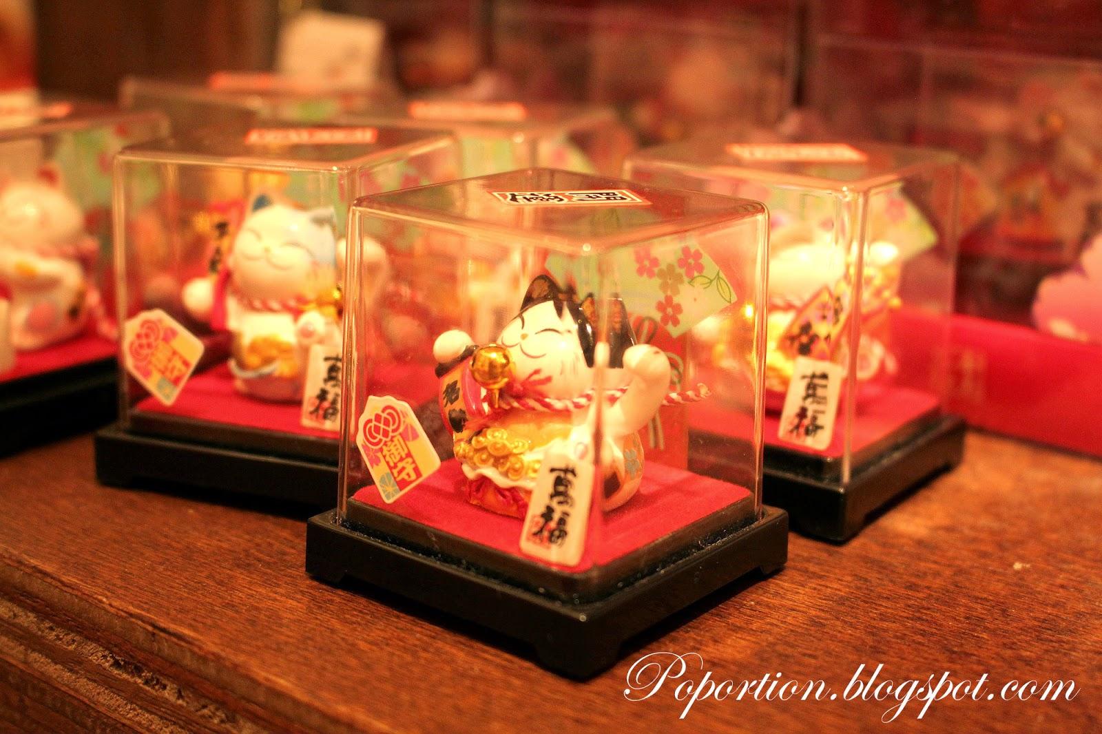 souvenirs fortune cat