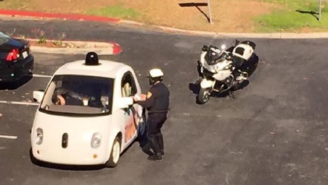 عجائب الدنيا وهل تعلم - شرطي يوقف سيارة جوجل ذاتية القيادة بسبب البطء الشديد