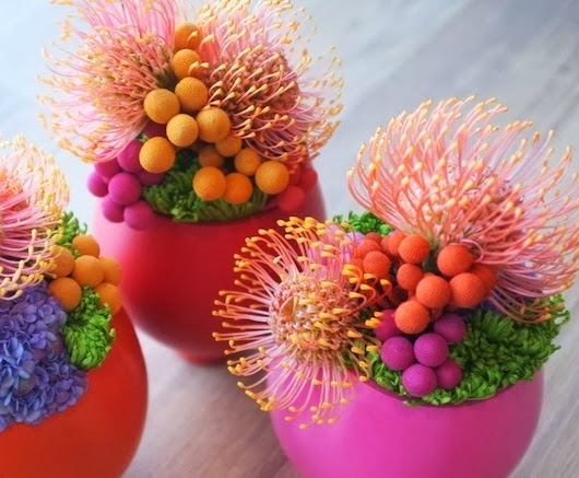 färgstarka blomsterdekorationer, färgstarka blomsterarrangemang, bright couloured flower arrangements, bright coloured flower decorations