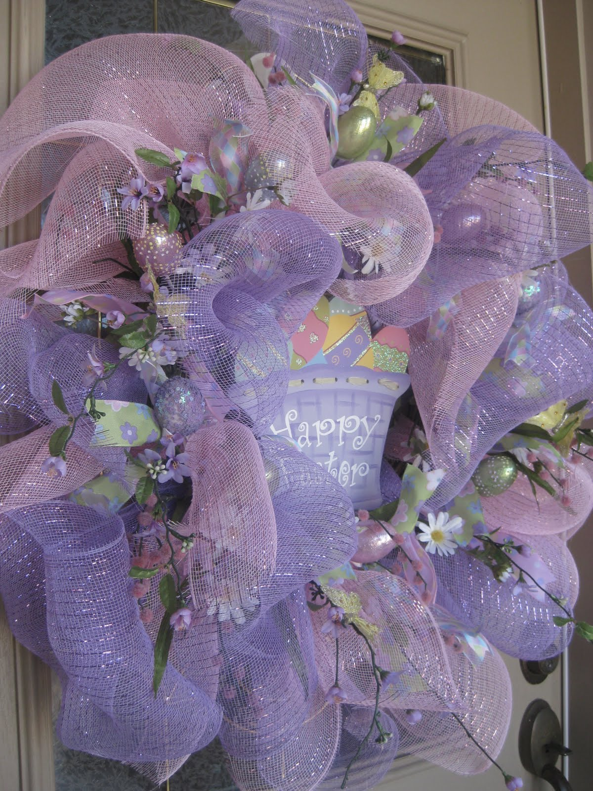 Geo Mesh Wreath Ideas http://kristenscreationsonline.blogspot.com/2011/03/easter-mesh-wreath-tutorial.html