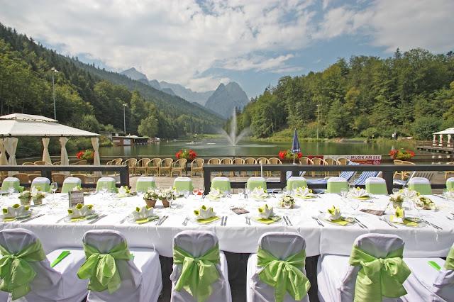 Hochzeitstafel auf der Seeterrasse am Riessersee in Garmisch-Partenkirchen