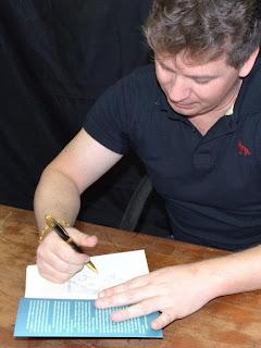 http://1.bp.blogspot.com/-guEr3odZveU/UXGgRoO_HSI/AAAAAAAABLQ/h0Mue-Zua7o/s200/Autografo.jpg