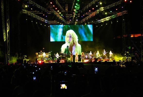 Galería » Apariciones, candids, conciertos... - Página 2 Shakira+roni+%252814%2529_634420906969609680_PhotoGalleryMain