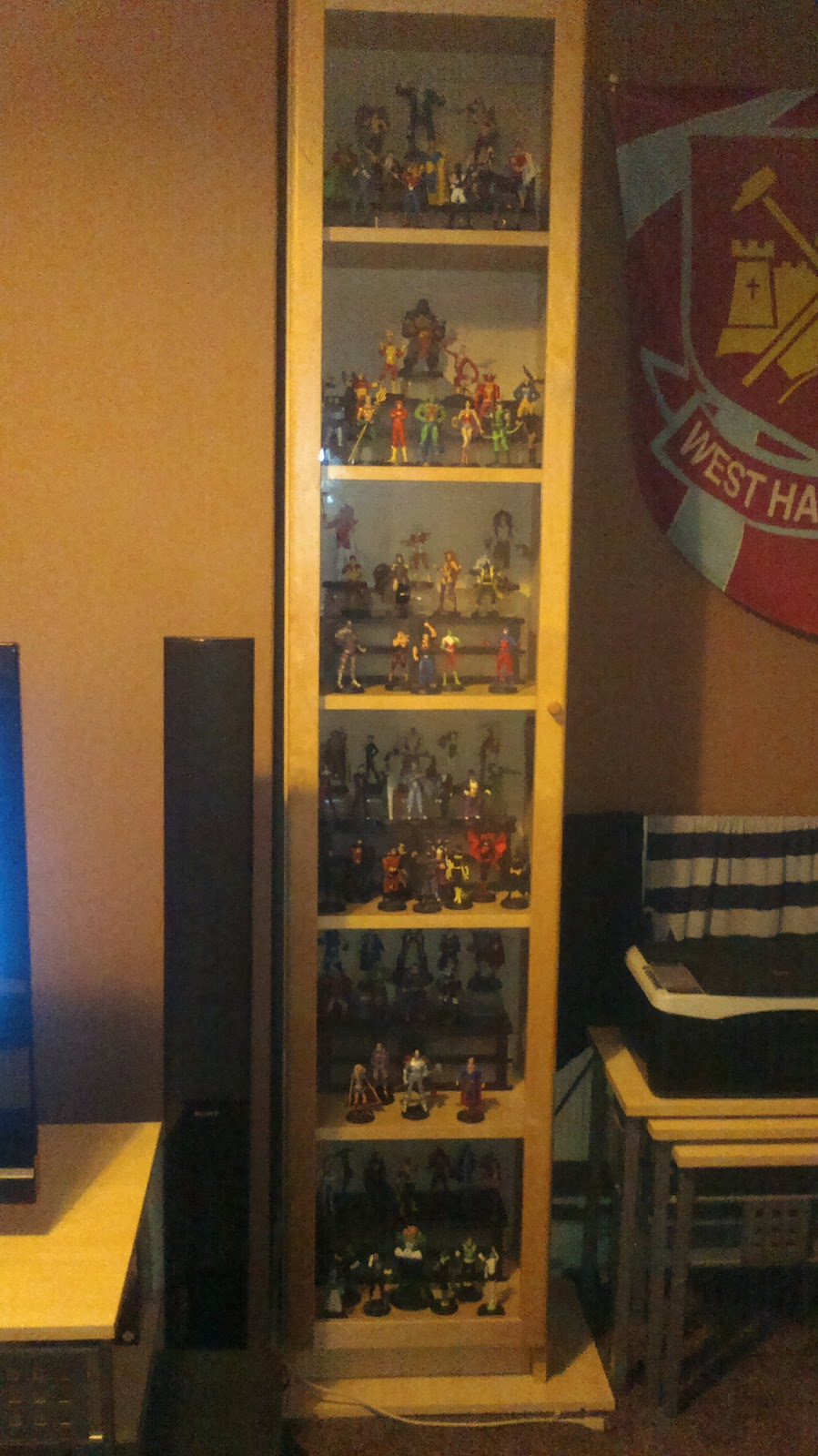 dave's blog: DC SUPER HERO FIGURINE COLLECTION - MY DISPLAY CABINET