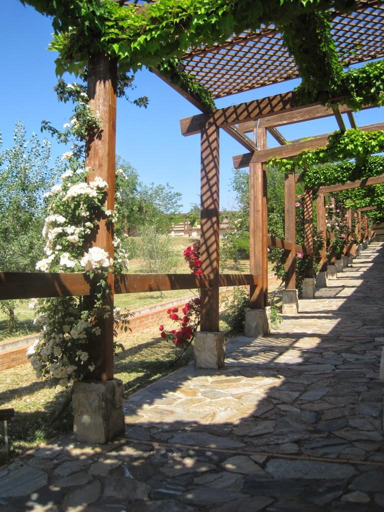 Viajando tranquilamente por espa a alcal de henares for Cementerio jardin de alcala de henares