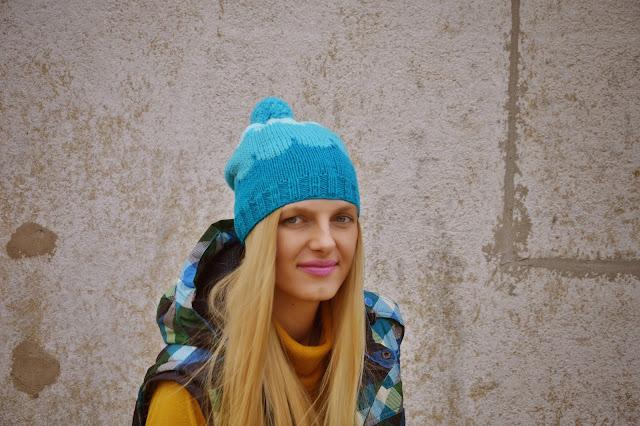 Żakard i kolorowa muszelka- czapki przynoszące radość