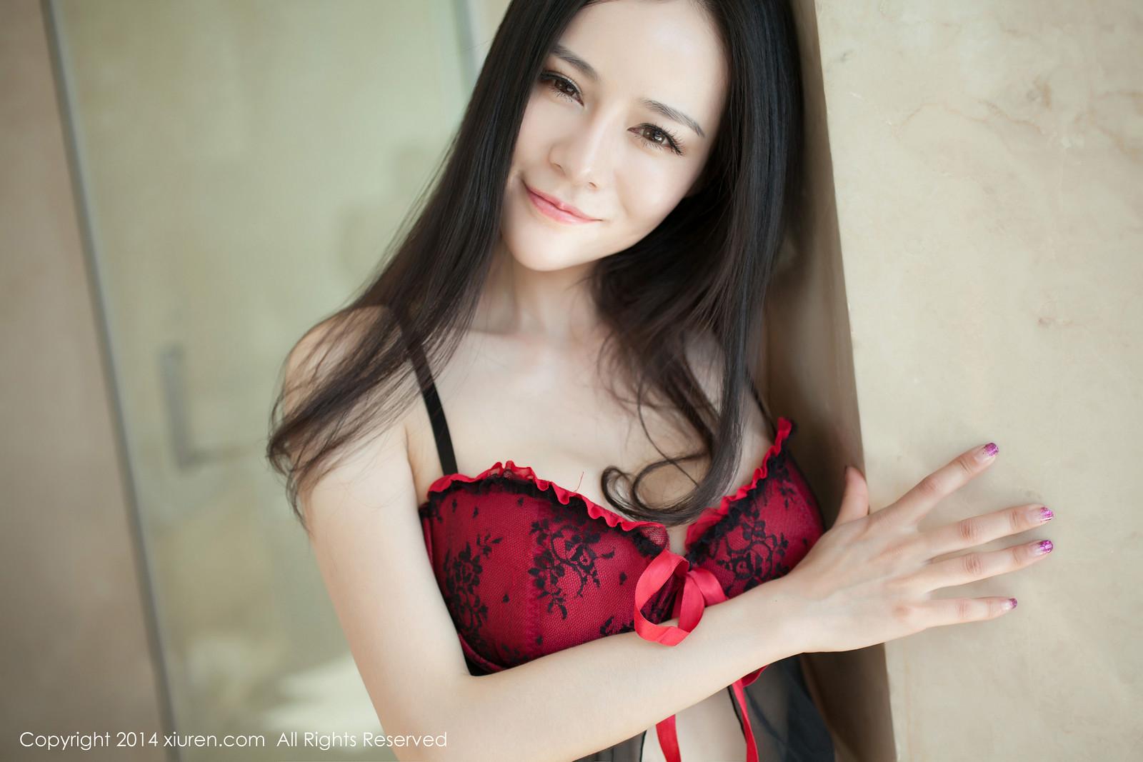 Ảnh gái đẹp HD Đỏ và đen to trắng mượt 9