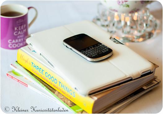 Alles was die moderne Hobbyköchin so braucht: Zeitschriften, Kochbücher, ein Tablet und nicht zu vergessen, das Smartphone