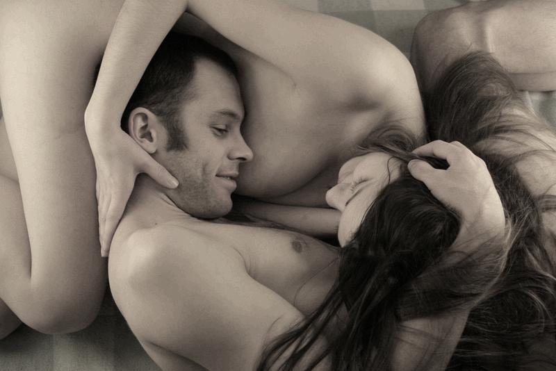 http://1.bp.blogspot.com/-gvX8x3CVhzs/U-woT6fub0I/AAAAAAAAHQs/wsGaVhRUs3M/s1600/Valentines-Day-Bed-Couple.png