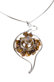 Wire wrapped agate bead pendant on V shaped neck wire