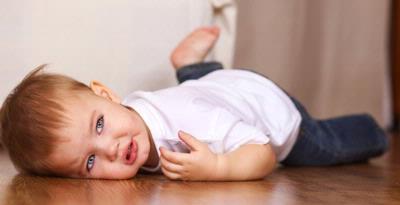 Jangan Lakukan Hal Ini Jika Bayi Kita Terjatuh, Bantu Share Yaa Bunda!!