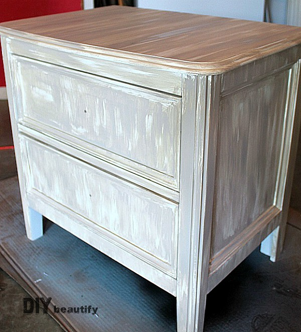 Find out how to transform your furniture with this easy driftwood paint treatment tutorial at DIY beautify!