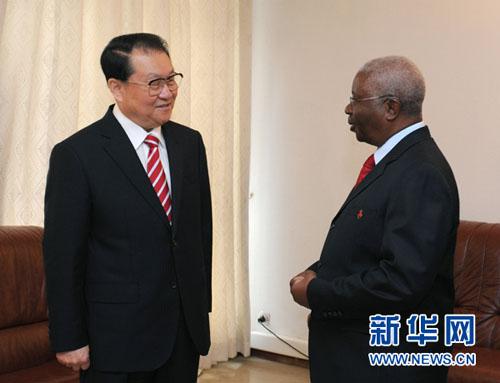 Moçambique: CHINA PROMETE CONSTRUIR 10 MIL CASAS E UMA LINHA FÉRREA