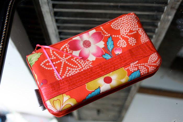 pochette geisha rouge bande surpiquée