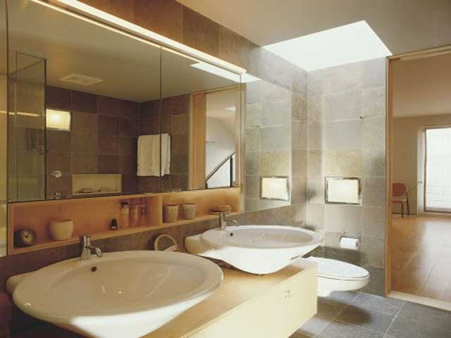 Bathroom designs for small spaces for Beautiful bathroom designs for small spaces