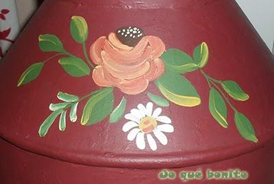 Lechera pintada con flores