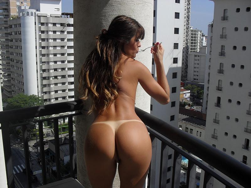De Seu Apartamento Ela Tira As Fotos Sozinha E Logo Depois