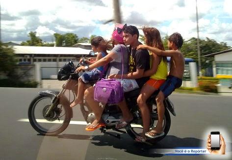 Resultado de imagem para moto capacete transito
