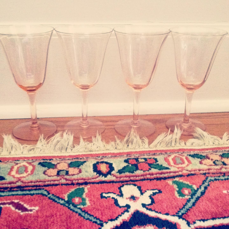 http://1.bp.blogspot.com/-gxgBrvvHf9g/UQ8TgKrw5RI/AAAAAAAAVgs/W0Q52ys-3X0/s1600/pink+wine+glasses.jpg