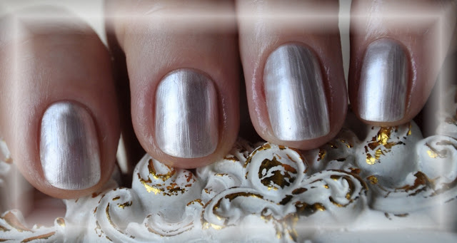 светлый лак для ногтей