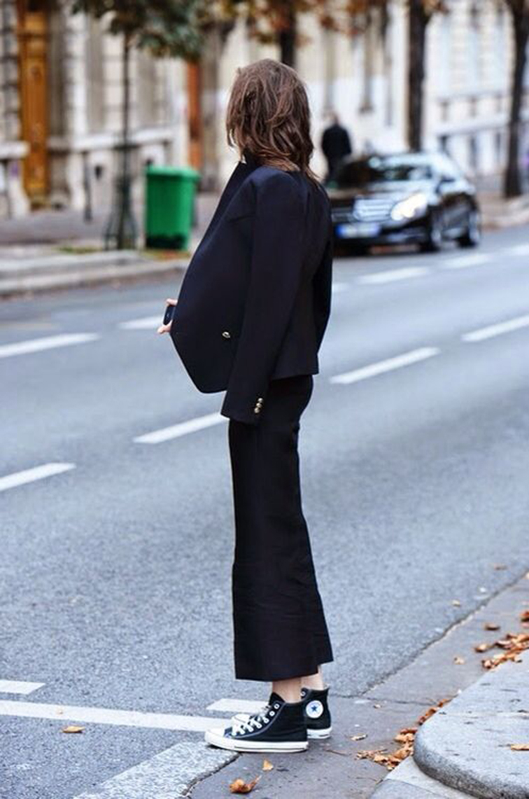Kati Nescher, model off duty, monochromatic all black outfit, street style