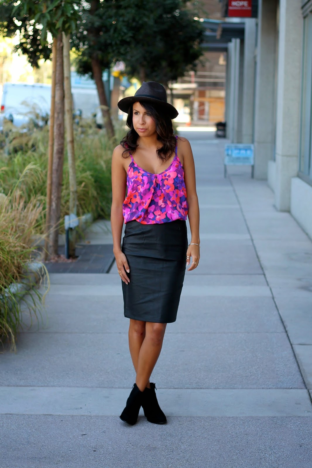 fall trends, how to dress for fall, leather skirt, booties, sole society, what is fashion