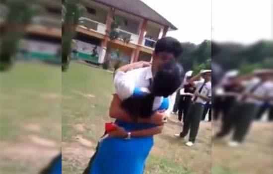 Kementerian Pendidikan siasat pelajar melamar sambil berpeluk cium di sekolah