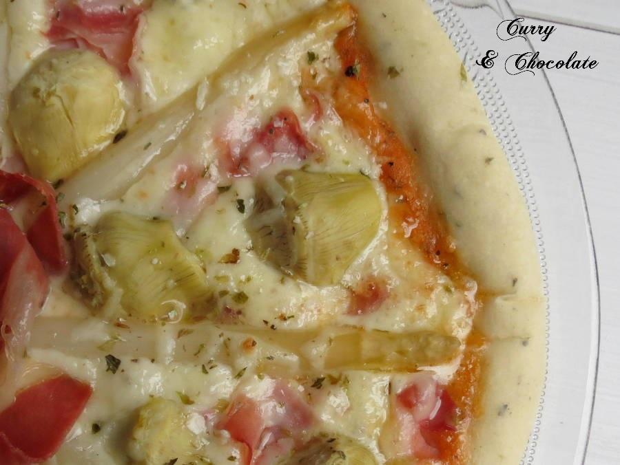 Pizza de alcachofas y espárragos