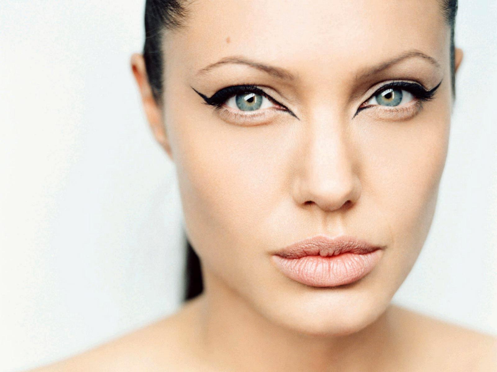 http://1.bp.blogspot.com/-gz7OPVobKq8/UGH1uP3IFBI/AAAAAAAAG4U/B-ojaY0LQo0/s1600/Angelina+%2816%29.jpg