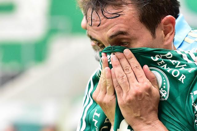 Após mal-estar no jogo, capitão Lucas pede revisão dos jogos às 11 horas (Foto: Fernando Dantas/Gazeta Press)
