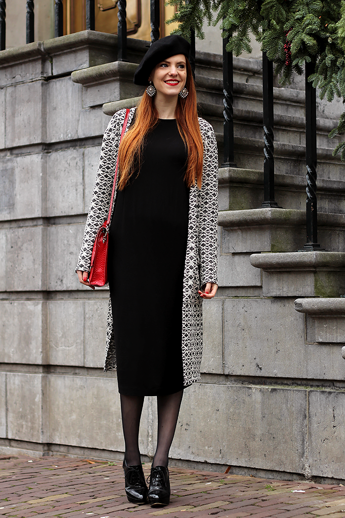 Fashion Blogger outfit with a long cardigan and midi dress