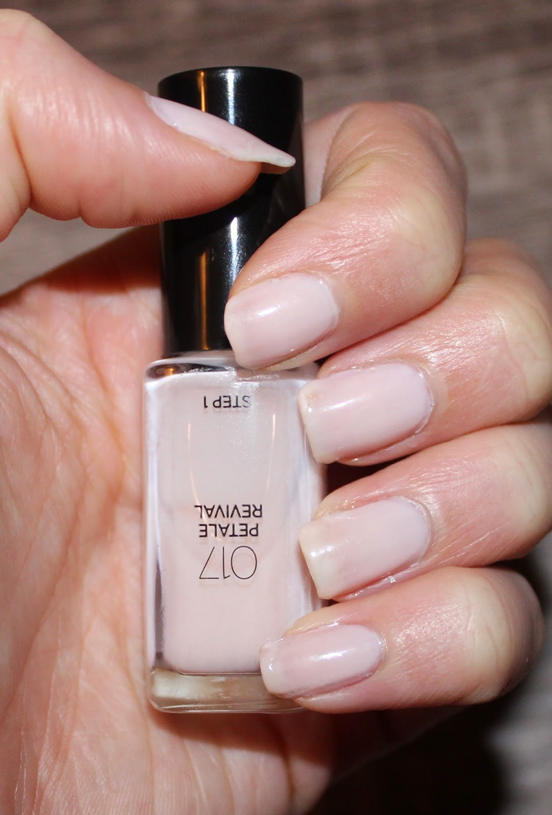 L'Oréal Infallible 2-Step Nail Colour in Petale Revival Swatch