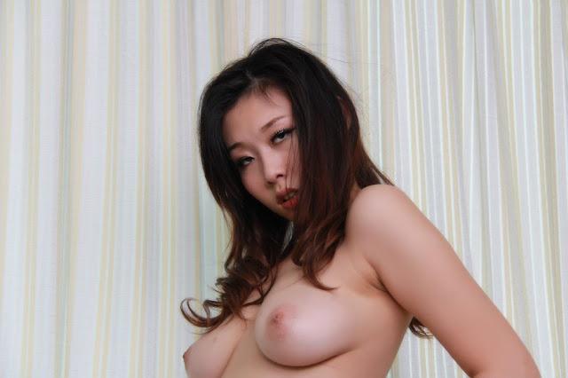 Topless Asian Babe indianudesi.com