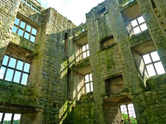 Helmsley, east tower, de Roos