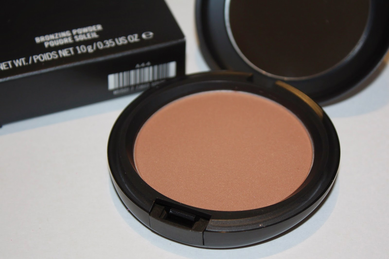 MAC Bronzing Powder in Golden