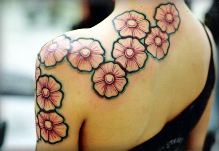 Flower Tattoo Designs on Tattoo  Girls Flower Tattoo From Back To Shoulder  Disegno Del