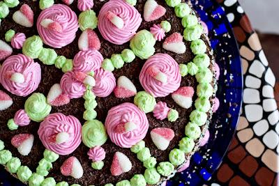 торта с розички и сърчица