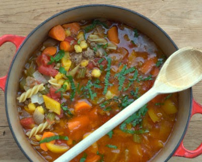 Hamburger Soup, comfort food at its best ♥ KitchenParade.com, hearty soup with chunks of meat and bright-colored vegetables. Just 105 calories and for Weight Watchers, PointsPlus 3.