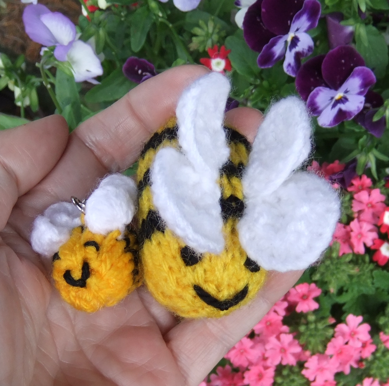 Yarn Bee Knitting Patterns : So much yarn, so little time.: Buzz, buzz, buzz: knitting pattern for buzzy b...