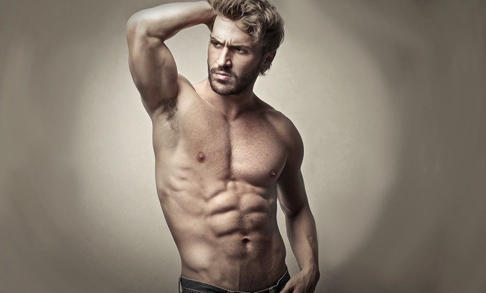 Image of a muscular man posing for the camera, to give an example of the typical spornosexual