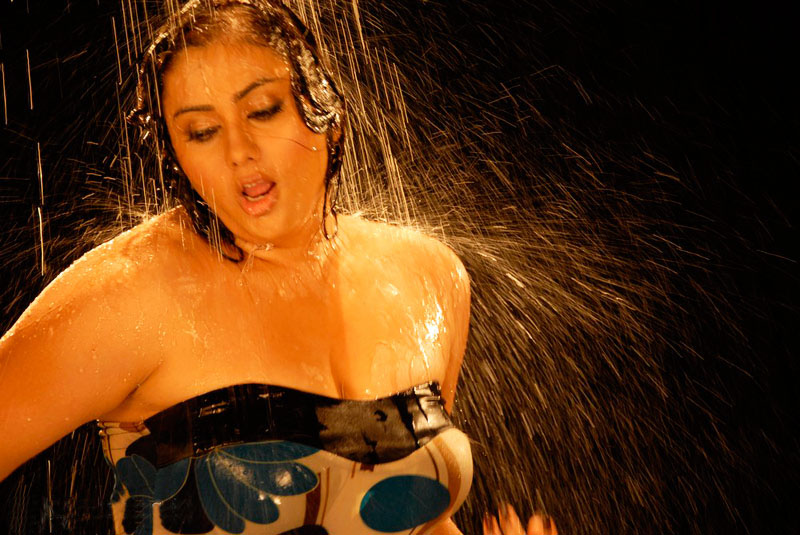 http://1.bp.blogspot.com/-h-QpPRgM7lo/TV5Frb7Dx6I/AAAAAAAAEgc/V7p3MzKTc1U/s1600/South-Actress-namitha-hot-photo-stills-new_123actressphotosgallery.com_004.jpg